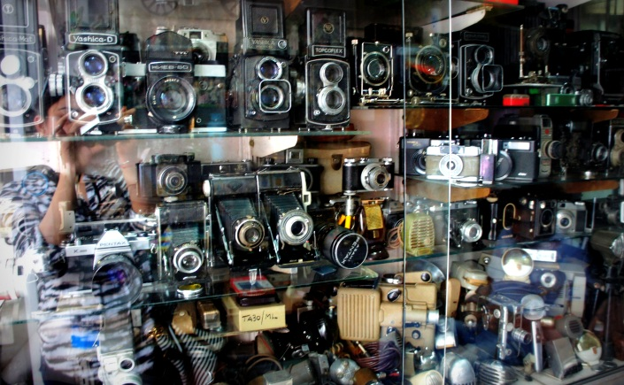 Cheap camers to but at chor bazaar market in delhi